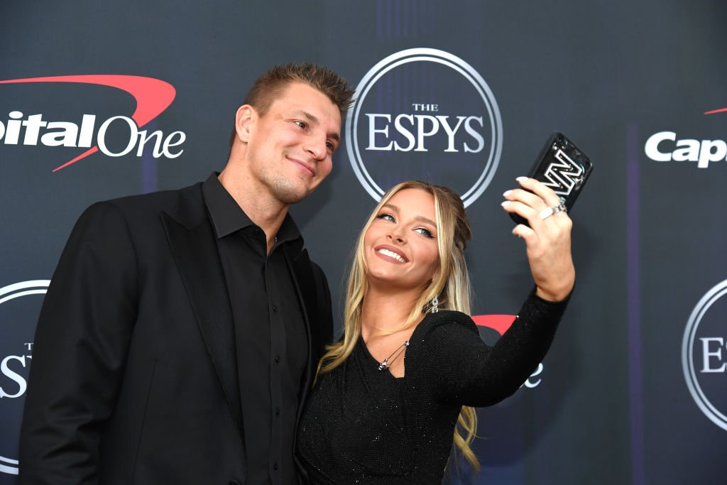 Rob Gronkowski's favorite model? Not his girlfriend. - cover