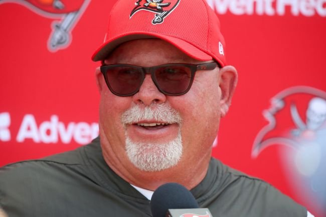 A Sunburnt Bruce Arians Shows Up To The White House With The Bucs, Becomes An Instant Meme
