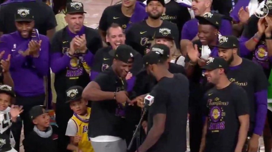 People Are Upset With LeBron James And Are Accusing Him Of Throwing Up Disrespectful Gang Sign During Lakers Championship Celebration