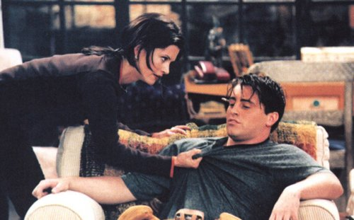 This 'Friends' Fan Theory That Claims Monica And Joey Were Actually Drug Addicts Is Pretty Good