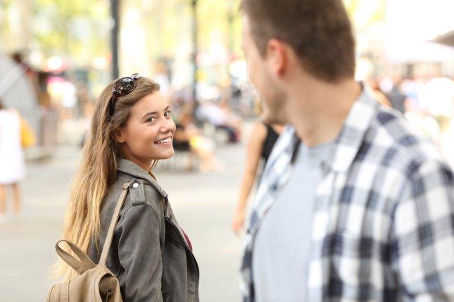 Relationship Expert Reveals Unique Pickup Technique That Actually Works