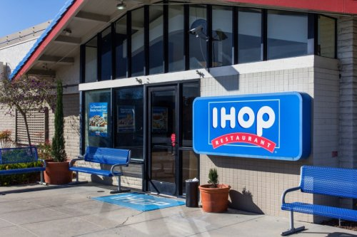 IHOP Karen Harasses Army Soldier And Then Tries To Fight An Air Force Vet Who Intervenes