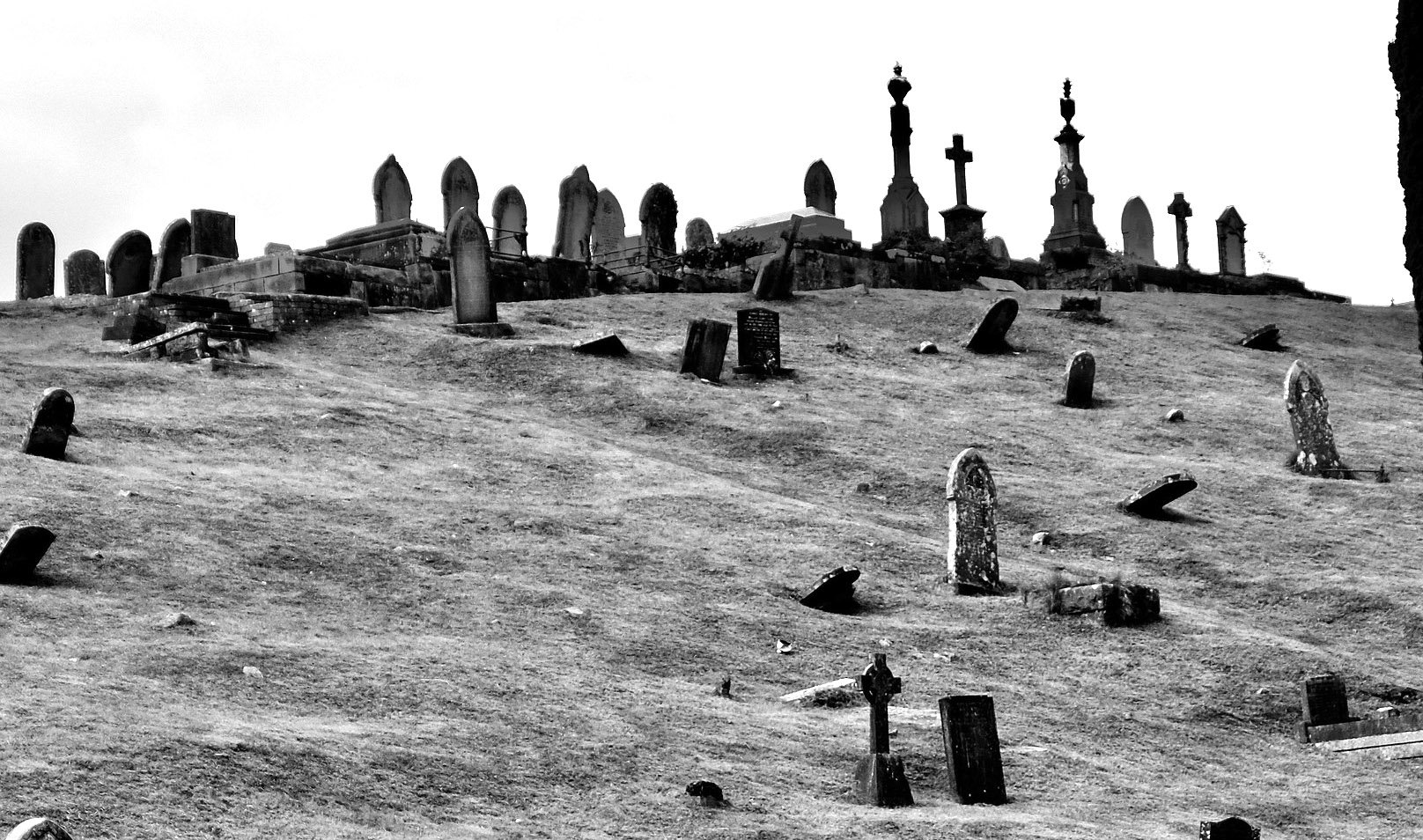 100% Nightmare Fuel: People Who've Worked At Cemeteries And Graveyards Shared The Creepiest Things They've Ever Seen - BroBible