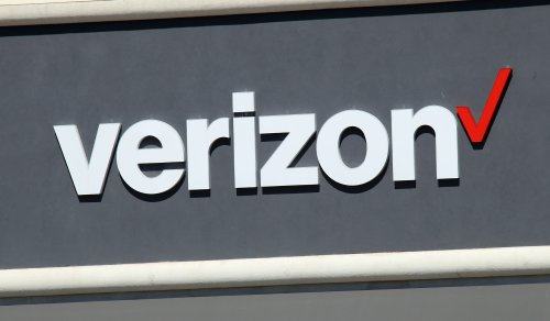 Woman Urinates Inside Of A Verizon Store When Asked To Wear A Mask