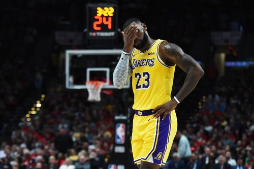 LeBron's COVID-19 vaccine stance leaves everyone unhappy