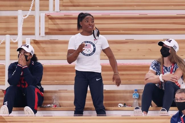 Simone Biles Absolutely Crushed The 'Smeeze Challenge' On TikTok Alongside Her US Gymnastics Teammates