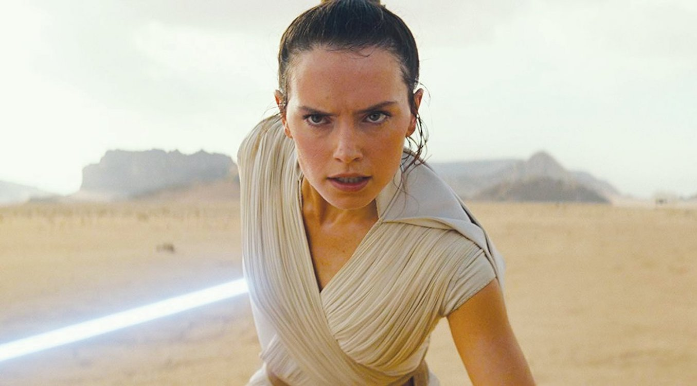 Daisy Ridley Reveals Rey's Original Parentage Was Far Different From The Eventual Palpatine Twist - BroBible