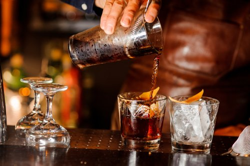 Bartender Lists All The Things To Stop Doing When Ordering Drinks Because They Make You Look Foolish - BroBible