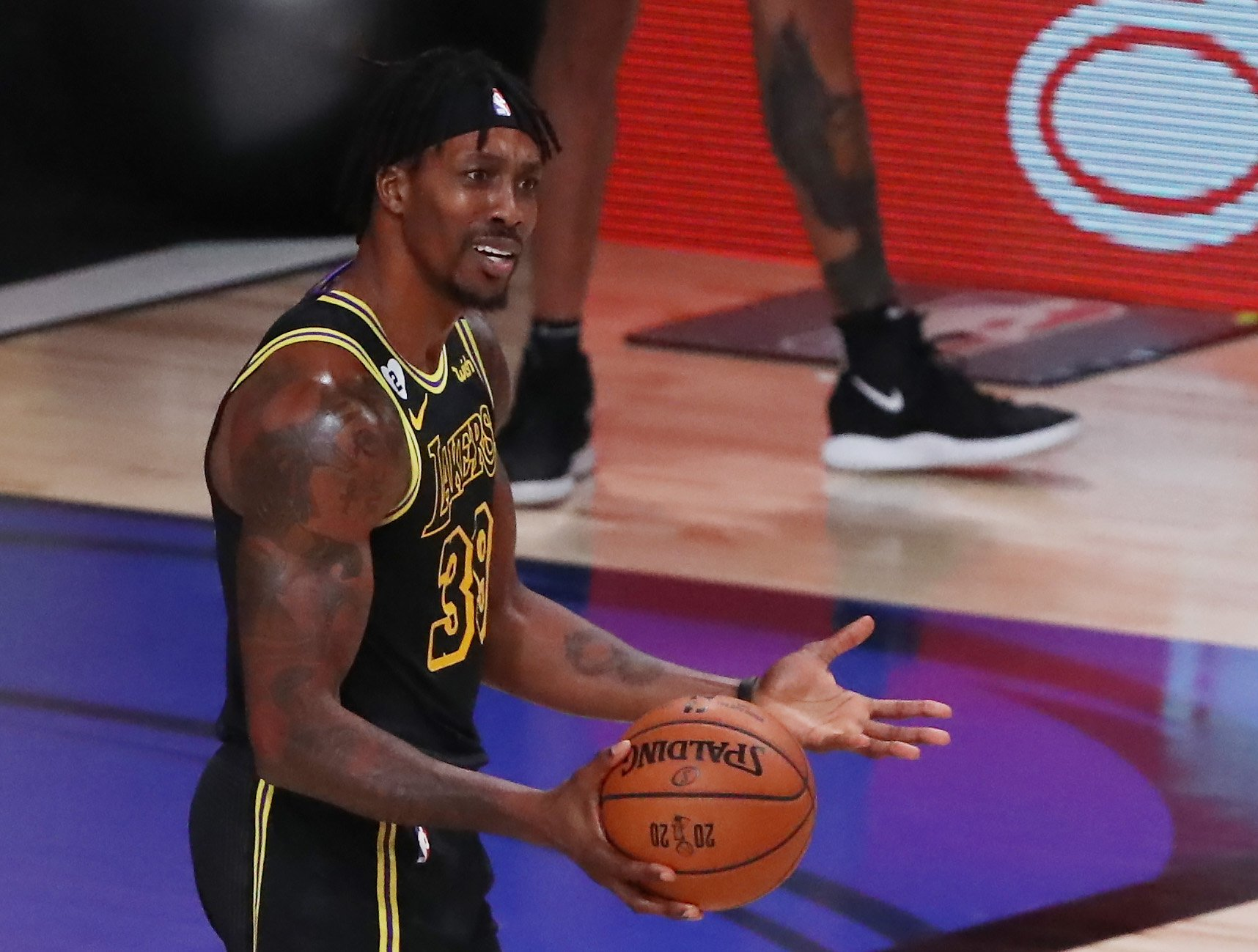 Dwight Howard Accidentally Leaks DMs Of His Wife Grilling Him About His 'Friends' During IG Live Stream Of Lakers' Celebration