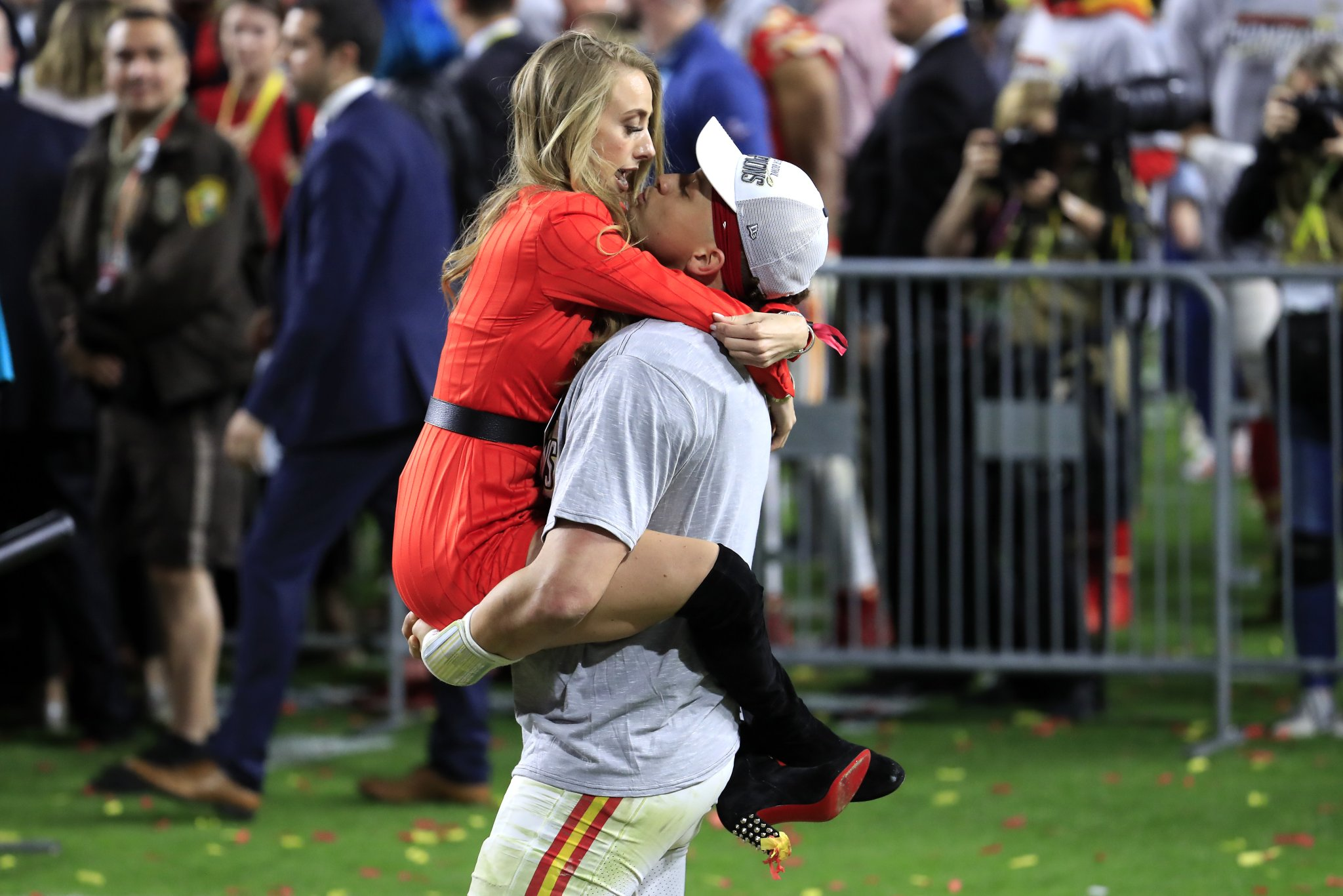 Patrick Mahomes Just Sent Men Back Centuries By Proposing To His GF With A Ring The Size Of A WNBA Ball - BroBible