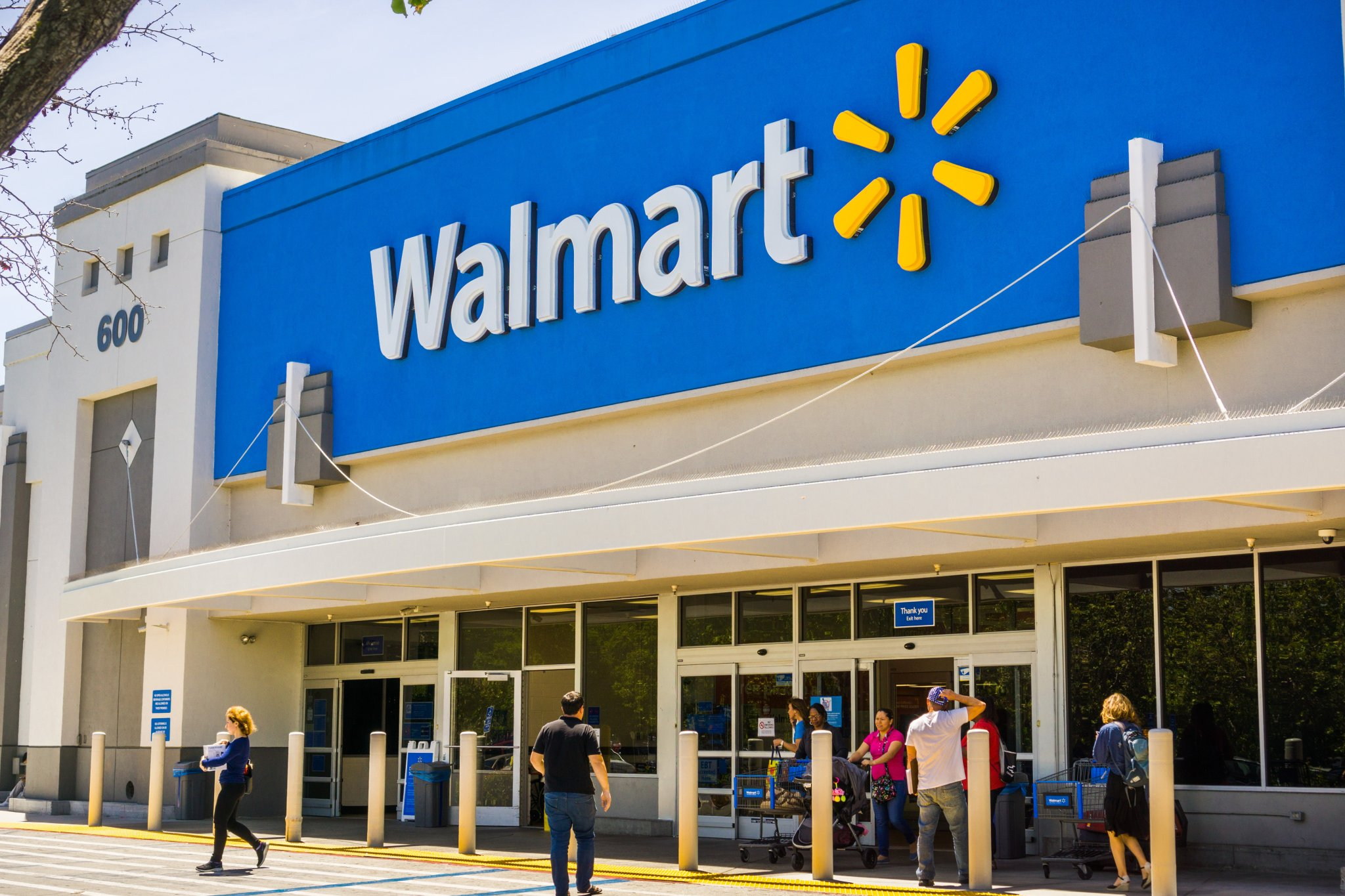 Jorts-Wearing Baby Boomer Tries And Fails Miserably At Bull-Rushing Walmart Employee Who Turned Him Away For Not Wearing A Mask - BroBible