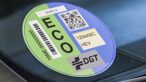 Las nuevas etiquetas medioambientales de la DGT llegarán en verano