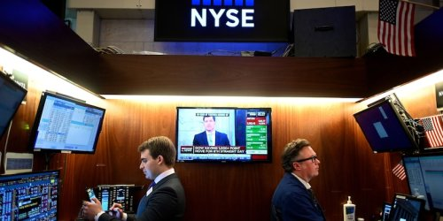 US stocks rally as jobless claims hit another pandemic-era low