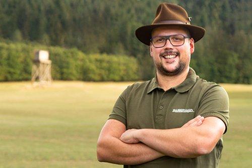 Dieser Gründer verkauft Luxus-Jägerstände mit Fußheizung und Solaranlage