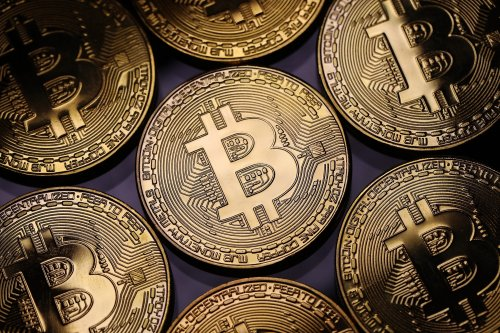 Ein 22-jähriger Bitcoin-Multimillionär erzählt, wie er nach dem Schulabbruch sein Geld ausgibt