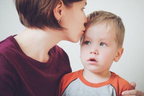 5 Anzeichen einer Koabhängigkeit zwischen Eltern und Kind — einer Psychologin zufolge