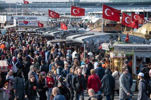 Erdogan stürzt die Bevölkerung in eine Geldkrise: Inflation treibt Preise bei Lebensmitteln und Benzin in die Höhe