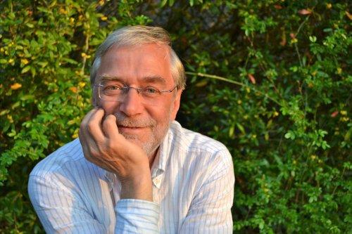 """""""Es geht nicht um Veränderung, es geht um Verwandlung"""": Neurobiologe Gerald Hüther darüber, wie man seinen eigenen Weg findet"""