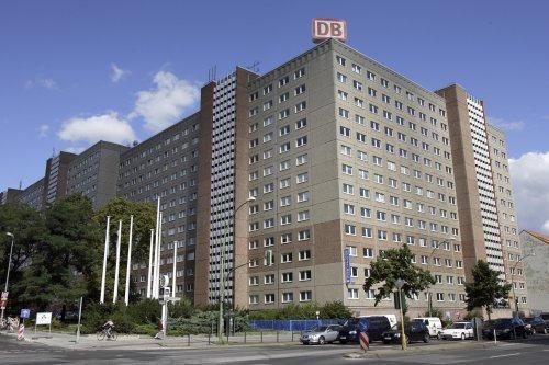 Brisanter Immobilien-Deal mit negativem Kaufpreis: Wie die Deutsche Bahn die ehemalige Stasi-Zentrale an einen 20-Jährigen verramscht hat