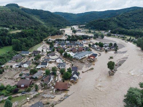 Nach Überschwemmungen im Westen: Grünen-Kandidatin Baerbock bricht Urlaub ab, SPD fordert schnelle Hilfe