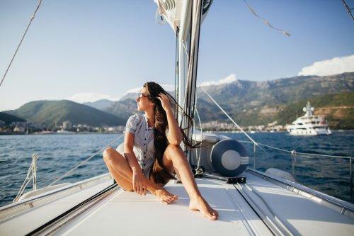 Ich lebe und arbeite auf einer Yacht — so haben meine fünfköpfige Familie und ich gespart, um an Bord gehen zu können