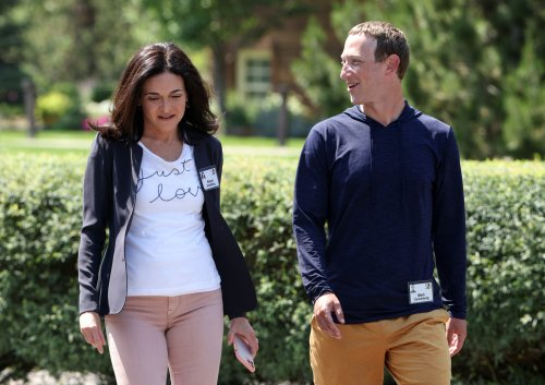 """Neues Enthüllungs-Buch über Facebook: Mark Zuckerberg sagte zu Mitarbeitern, dass Sheryl Sandberg """"gute Haut"""" habe"""