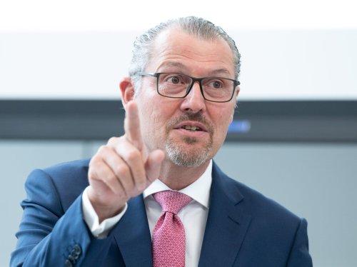 Arbeitgeberpräsident Dulger ist für eine staatliche Impfprämie – zum Beispiel in Form von FC-Bayern-Tickets