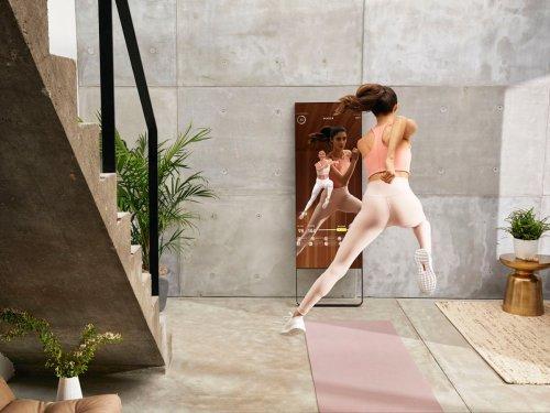 Mirror, Vaha, Peloton: Mit smarten Spiegeln und Fahrrädern soll aus eurem Wohnzimmer ein privates Fitnessstudio werden — auch nach Corona