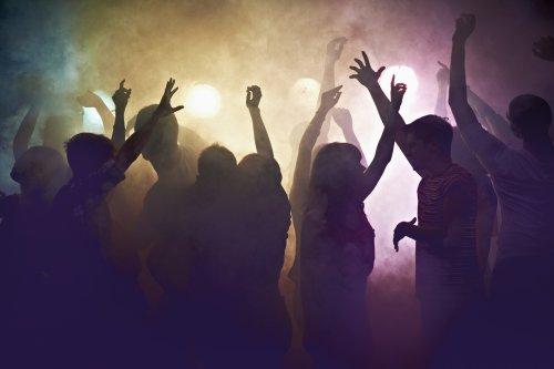"""Trotz Impfungen und Tests: 180 Menschen infizieren sich nach """"Covid-free""""-Party in den Niederlanden"""