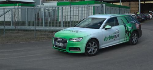 Stroh statt Strom: Diese deutsche Firma hat einen Kraftstoff entwickelt, mit dem E-Autos überflüssig wären