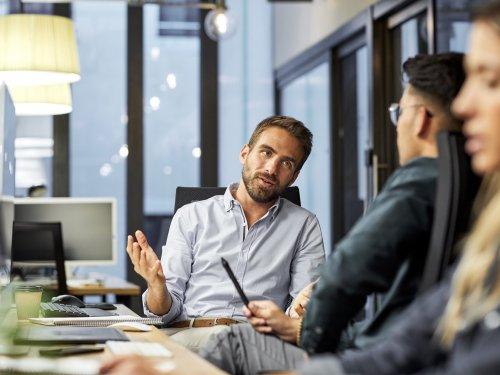 7 Anzeichen, dass euer Arbeitsumfeld toxisch ist – und es Zeit für euch ist, den Job zu wechseln