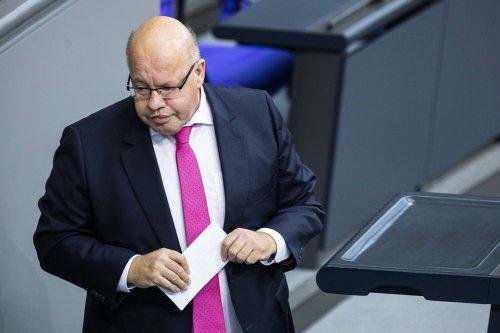 Fauxpas im Bundestag: Wirtschaftsminister Altmaier stimmt versehentlich für Aufhebung der Impfstoff-Patente
