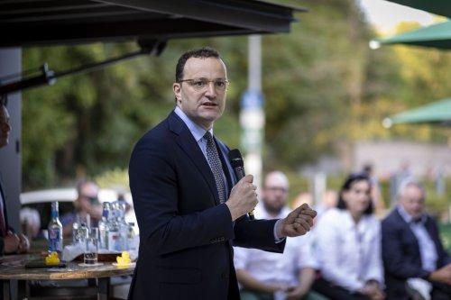 Spahn bleibt dabei: Epidemische Lage bei Corona kann auslaufen – Lauterbach sorgt sich um Kinder