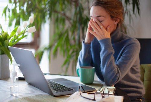 Eingerissene Mundwinkel, ständige Müdigkeit, brüchige Nägel: 12 Anzeichen, dass ihr einen Nährstoffmangel habt
