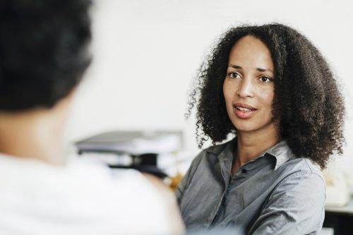 Depression, Burnout, Ängste: So sprecht ihr eine psychische Erkrankung am Arbeitsplatz an