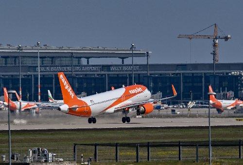 Keine Lockerung der Reisebeschränkungen in Großbritannien: Easyjet will lieber ab Berlin fliegen