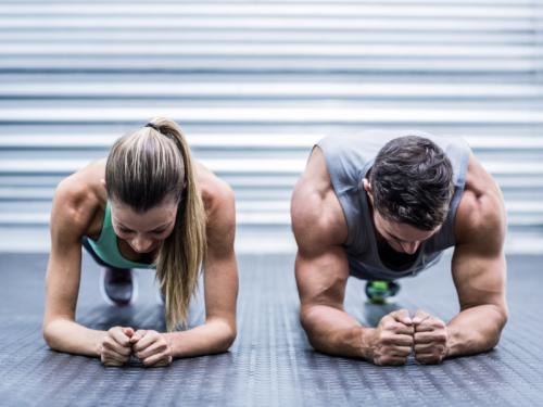 5 wichtige Schritte zum Muskelaufbau – die ihr ganz einfach zu Hause abhaken könnt