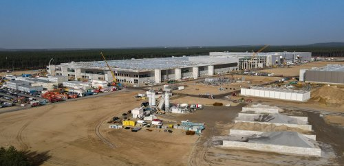 Tesla: Fabrik in Grünheide bekommt zwölfte Baugenehmigung und darf Strom- und Wasserleitungen in der Erde verlegen