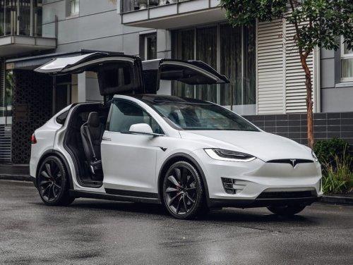 Ich bin sowohl Teslas Model X als auch den Porsche Cayenne gefahren und war begeistert – doch einer überzeugt mich mehr