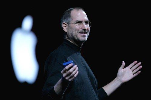 """Interne Mails zeigen, dass sich Steve Jobs schon 2011 mit Facebook stritt – und das Netzwerk in einer Mail als """"Scheißbook"""" bezeichnete"""