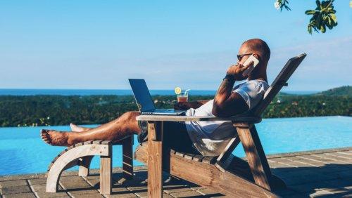 Fast drei Viertel der Beschäftigten sind im Sommerurlaub dienstlich erreichbar