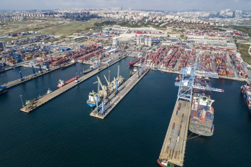 Warum deutsche Unternehmen trotz der schlechten wirtschaftlichen Situation in der Türkei dort Millionen investieren