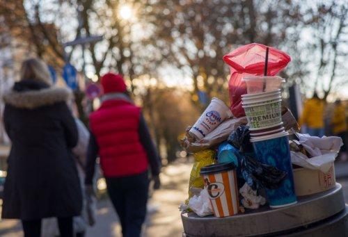 Mehrwegpflicht beim Coffee to go: Bundestag beschließt neue Regeln ab 2023