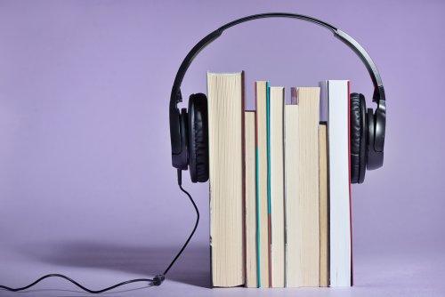 Diese 30 Bücher und Podcasts braucht ihr diesen Sommer, sagen Szeneköpfe
