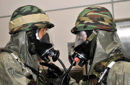 China und Iran streuen, das Coronavirus sei eine Biowaffe aus einem Militärlabor — eine wissenschaftliche Studie widerlegt diese Verschwörungstheorie