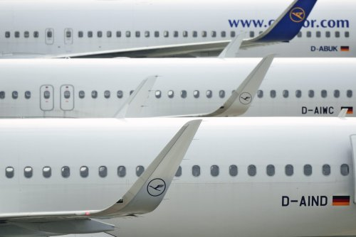 Das bedeuten die Buchstaben und Zahlen auf Flugzeugen wirklich – und das könnt ihr damit machen