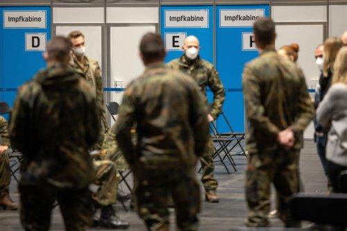 """""""Unsichere Rechtslage"""": Die Bundeswehr erlaubt jüngeren Soldaten keine Impfungen mit AstraZeneca"""