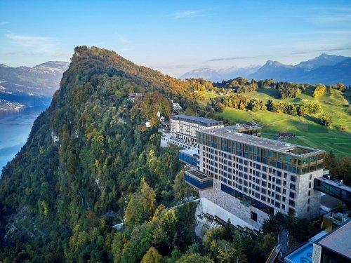 In diesem Schweizer Luxusresort kostet ein Zimmer bis zu 46.000 Dollar die Nacht — so sieht das Hotel, in dem die reichste Familie Asiens den Lockdown verbrachte, von innen aus