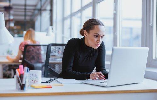 Warum Introvertierte seltener in Chefpositionen kommen — und was sie selbst und ihre Vorgesetzten daran ändern können