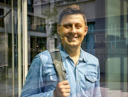 Mit einem strikten Investment-Plan will dieser Mann mit 45 in Rente – so legt er jeden Monat 2000 Euro an